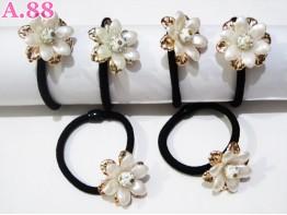 Gelang Kuncir Bunga Putih / lusin ( A-5999 )