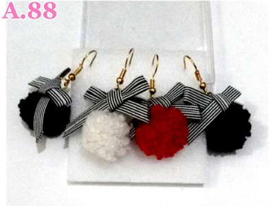 Anting Pita Pompom Box/3psg (A-8732)