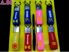 Gantungan Kunci Tali Karet Logo /lusin (A-9132)